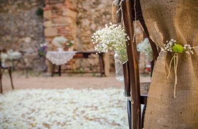 Ceremonia boda civil al jardí de l'hotel