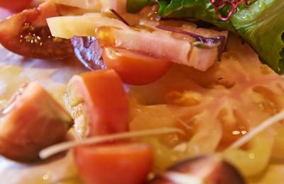 Restaurant Hostal Sport Falset - amanida de quatre tomàquets