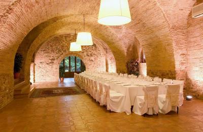 celebrations hotel wine catalonia,restaurant hall for weddings hotel catalonia priorat, rural chic hotel priorat