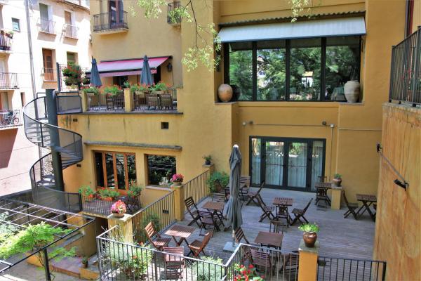 hotel terraza jardin priorat hostal sport