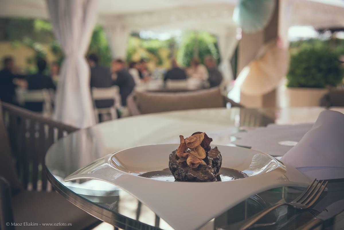 Cátering para celebraciones - ternera con foie y chips de verduras