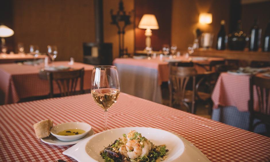 Restaurant Hostal Sport Priorat - amanida de gambes amb vi blanc